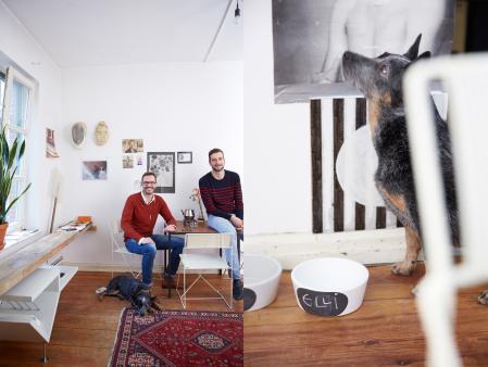 Mathias, Marco & Elli, Elli with Dog Bowl Chalk