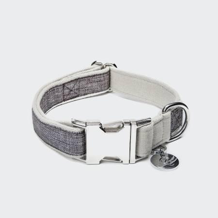 Geschlossenes veganes Halsband aus Stoff in grau meliert mit hellen Rändern