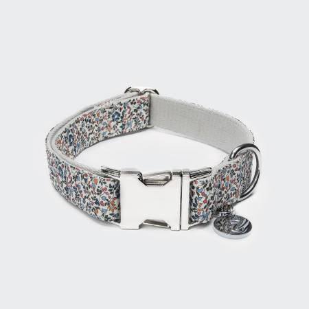 Closed cotton dog collar with small flower pattern