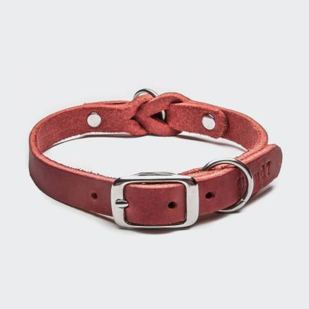 Geschlossenes rotes Lederhalsband mit Flechtung und silberner Schnalle