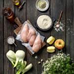 Hähnchenbrust, Apfel, Fenchel,Reis, Meeresalge, Leinöl und Hanföl liebevoll angerichtet