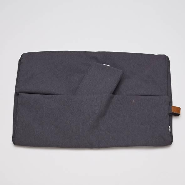 Wasserabweisender dunkelgrauer Wechselbezug für ein Cloud7 Hundebett mit Rand