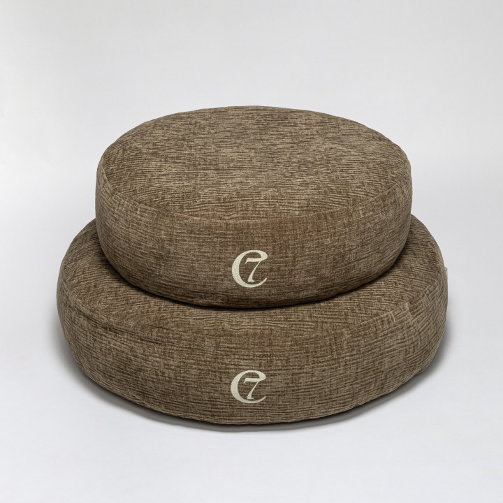 Zwei runde weiche Hundebetten aus Samt in Dunkelgrün