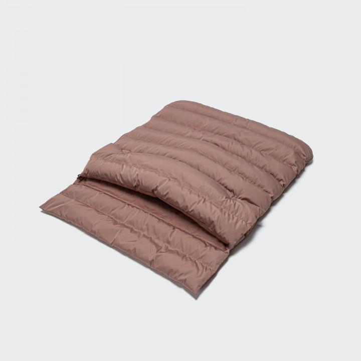 Padded dog sleeping bag in light pink