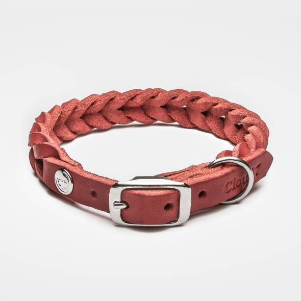 Closed braided leather collar for dogs in red with silver buckle