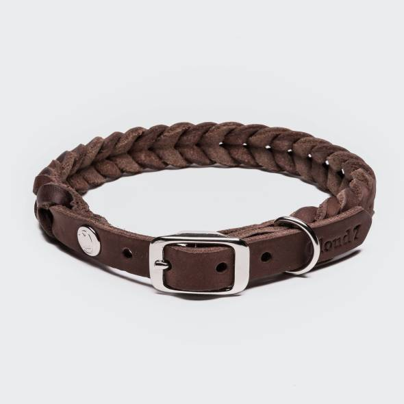Closed braided leather collar in brown leather with silver buckle