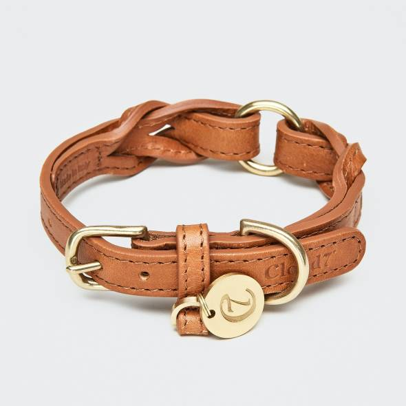 Closed light brown leather collar with braided details and golden buckle