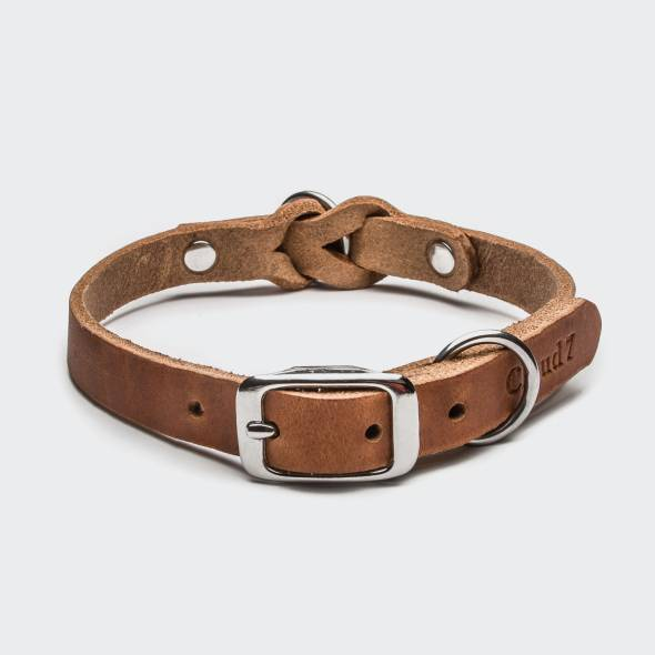 Closed light brown leather collar with braiding and silver buckle