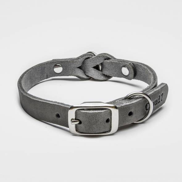 Closed grey leather collar with braiding and silver buckle