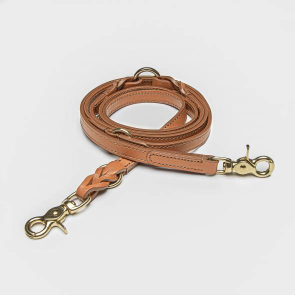Leather dog leash with braiding in cognac with brass parts