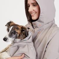 Hundehalter mit Cloud7 Regenmantel